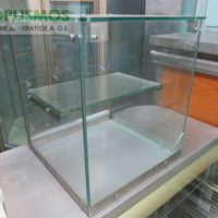 vitrina oudeteri epitrapezia gyalini 1 200x200 - Επιτραπέζια Γυάλινη Βιτρίνα Ουδέτερη