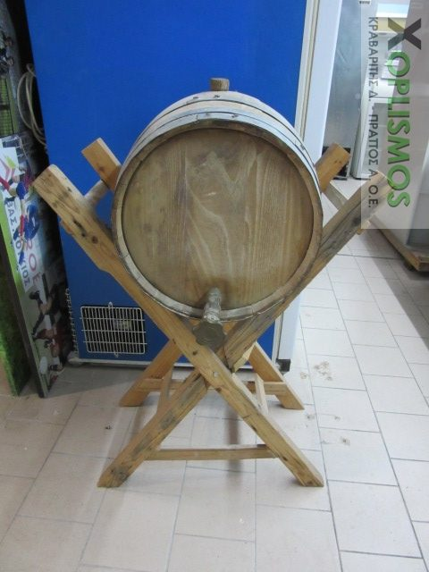 vareli xylino me vasi 2 e1543499514134 - Ξύλινο βαρέλι κρασιού
